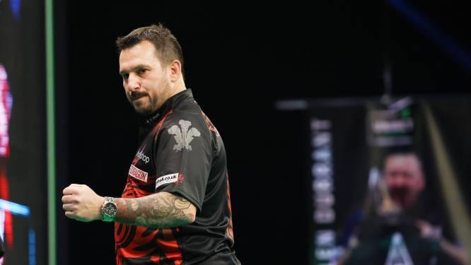 Spektakel op Premier League darts: Welshman Jonny Clayton smijt ninedarter