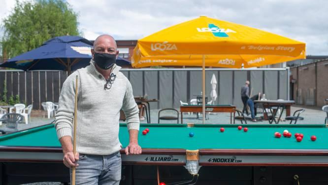 """Snookerclub zet niet alleen terras, maar ook biljarttafels buiten: """"Als het regent, halen we een zeil boven"""""""