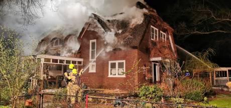 Grote brand verwoest twee woningen in Wageningen, schade enorm: 'Wordt wel najaar voor we er weer in kunnen'