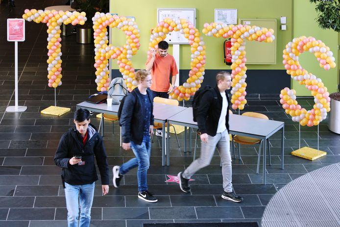 Met uit ballonnen opgebouwde letters in de centrale hal van de school toonde Avans Hogeschool bij het vijfde jaar dat de school werd uitgeroepen als beste van Nederland hoe trots ze was.