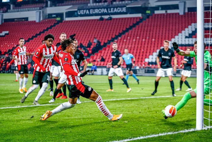 Een eventuele verkoop van Donyell Malen zou na dit seizoen veel geld op kunnen leveren voor PSV.