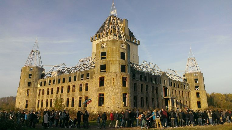 Grote belangstelling voor het kasteel in oktober 2015.  Beeld WitchWorld