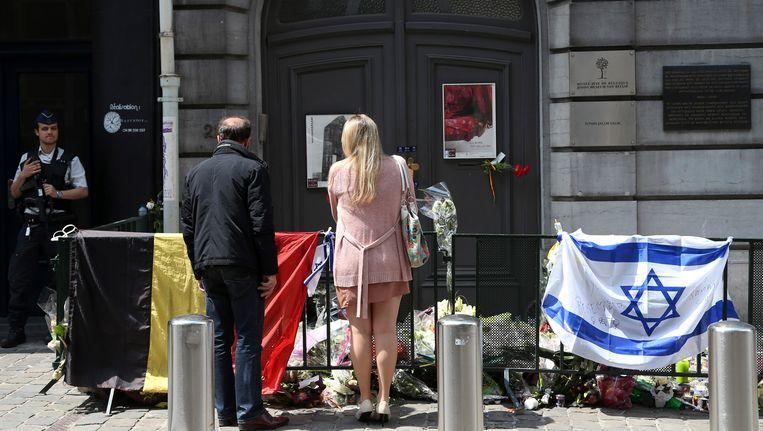 De bloemenzee voor het Joods Museum, enkele dagen na de aanslag. Beeld REUTERS