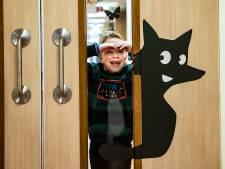 Tom (6) bedacht Tos de Vos, die van elk bezoek aan Deventer Ziekenhuis een feest maakt