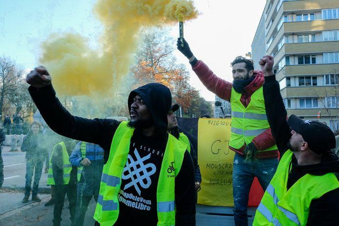 Beeld van de betoging van de gele hesjes.