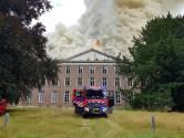 Zeer grote brand verwoest landgoed Haarendael in Haaren, brandweer blust tot in de nacht