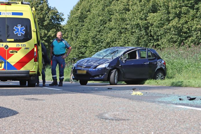 Bij een ongeval aan de Oosterranddreef liep een auto flinke beschadiging op.