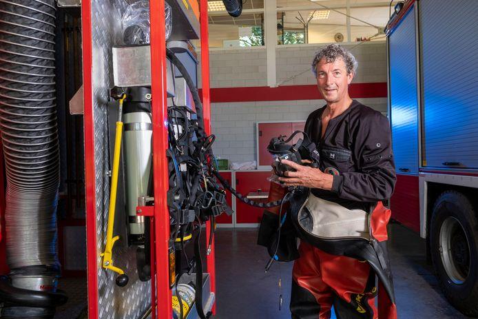 Brandweerman en -duiker Douwe Boonstra uit Heerde is altijd klaar om te gaan.