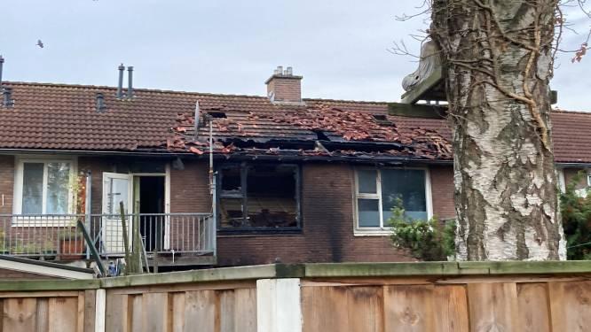 Meerdere woningen ontruimd na nachtelijke woningbrand in Enschede, bewoners elders ondergebracht