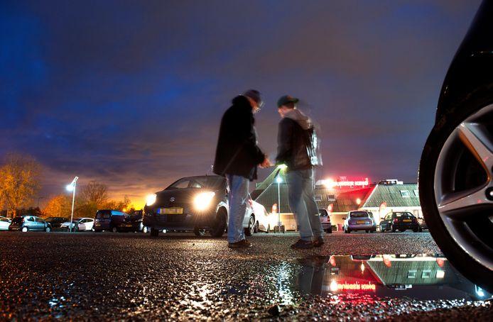 Transacties van coffeeshophouders om aan wiet te komen, vinden vaak plaats op carpoolplaatsen. Zoals hier langs de A12 in De Meern.