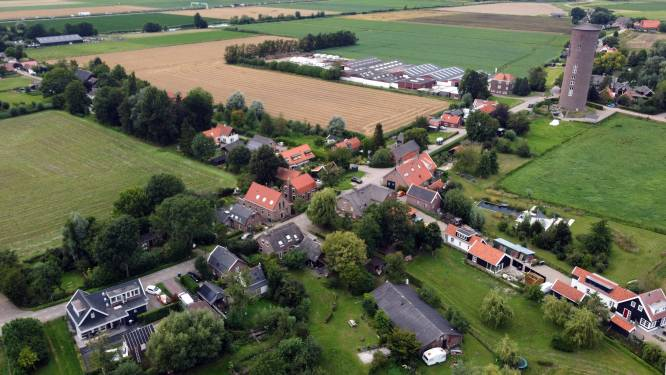 Groeten uit Uppel, een klein dorpje langs een 'reservedijk'