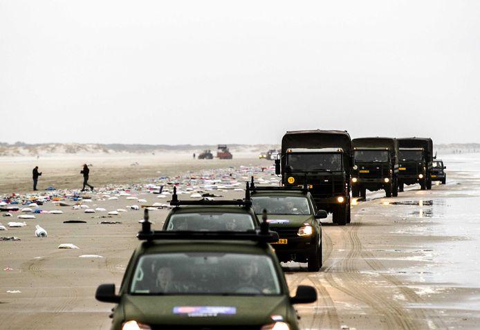 Ook het leger werd ingezet om de stranden op te ruimen