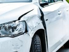 Auto beschadigd bij botsing met vrachtwagen in Blaricum