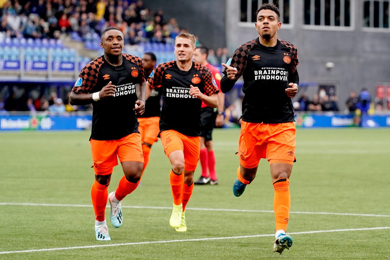 Brainport Eindhoven is komend seizoen in shirts van Puma te zien bij PSV. Op de foto Donyell Malen (rechts), Michal Sadílek (midden) en Steven Bergwijn.