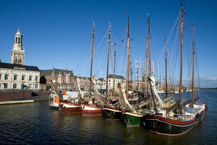 Schepen van de bruine vloot in Kampen.
