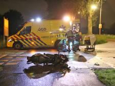 Scooterrijder gewond na botsing in Nootdorp, automobilist slaat op de vlucht