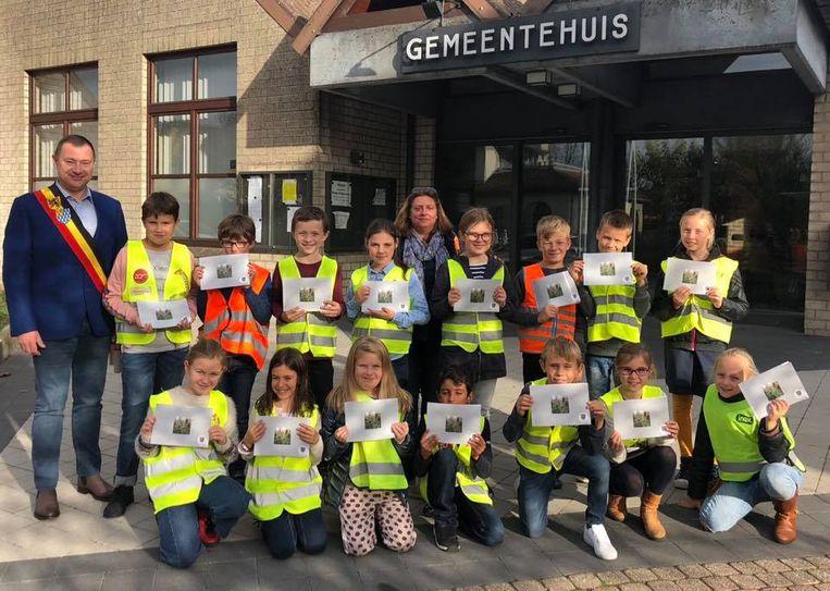 De leerlingen gingen ook nog met burgemeester Reekmans op de foto.