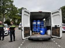 Twee mensen aangehouden bij busje met drugsvaten bij hotel De Druiventros in Berkel-Enschot