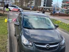 Auto schept fietser bij rotonde in Harderwijk: slachtoffer zwaargewond
