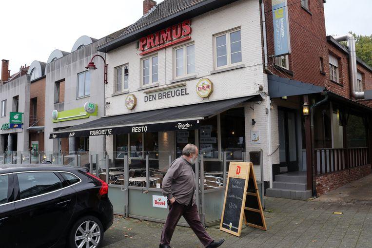 Brasserie Den Breugel is gelegen aan het Grobbendonkse Astridplein.