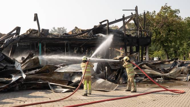 Eigenaar in as gelegde kringloopwinkel Soesterberg weet het zeker: 'Brand ontstond niet in een garage'