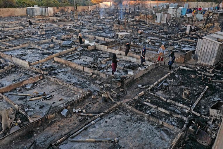 Het verwoeste kamp in Bhannine. Beeld AFP