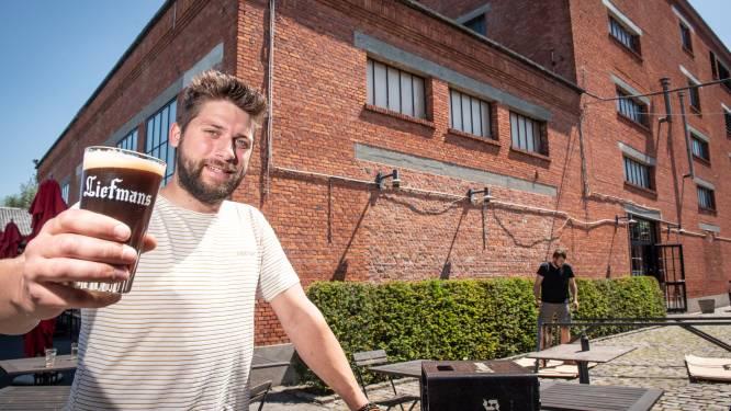 """Maarten (28) brengt weer leven in feestzaal van Brouwerij Liefmans: """"Genieten van bier, deelgerechten en ongedwongen gezelligheid"""""""