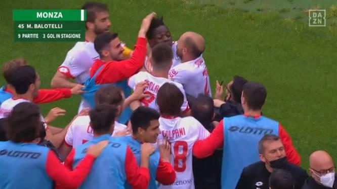 Daar is 'Super Mario' nog eens: Balotelli scoort twee keer na invalbeurt en speelt ook hoofdrol bij opstootje