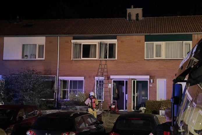 De brandweer heeft de woning, nadat de brand was geblust, geventileerd.