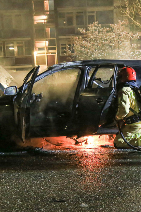 Auto met gestolen kentekenplaten verwoest door brand in Helmond
