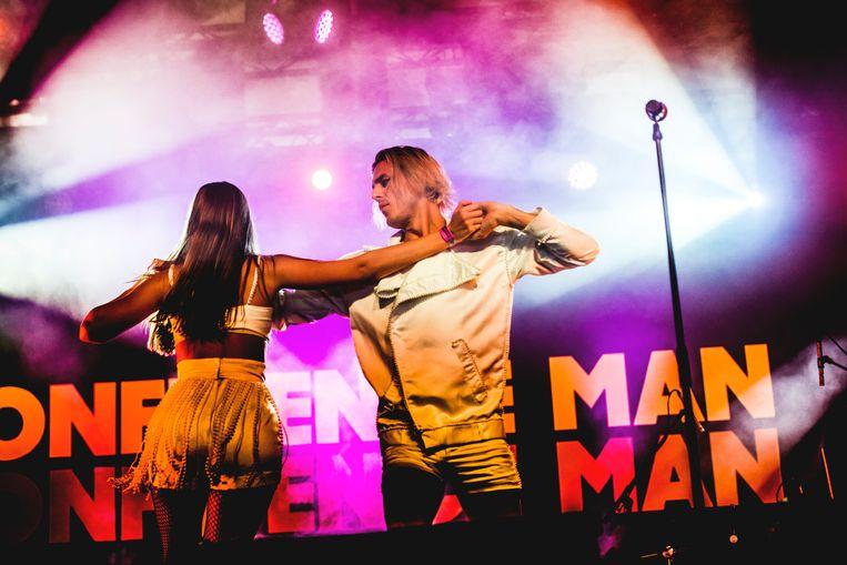 Zangeres Janet Planet en zanger Sugar Bones van het sympathieke Australische dancegroepje Confidence Man. Beeld Stefaan Temmerman