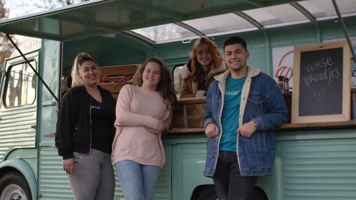 Rotterdamse jongeren bouwden de HY-bus om