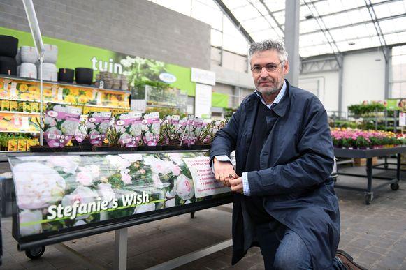 Ook dit jaar worden opnieuw rozen verkocht voor Stefanie's Rozenfonds. Frederic Bogaert hoopt dat de verkoop minstens zo vlot als vorig jaar loopt.
