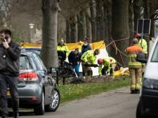 Man (80) verwondde eerst raadslid in Hengelo voor hij tegen een boom botste en overleed
