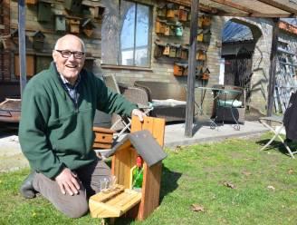 """Bert (80) van 'Woonbureau Flierefluiter' vervaardigt al 20 jaar nestkastjes: """"Van meesjes tot uilen"""""""