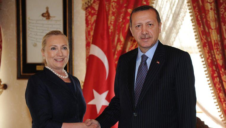 Clinton ontmoette vandaag de Turkse premier Erdogan voor overleg over Syrië. Beeld AFP