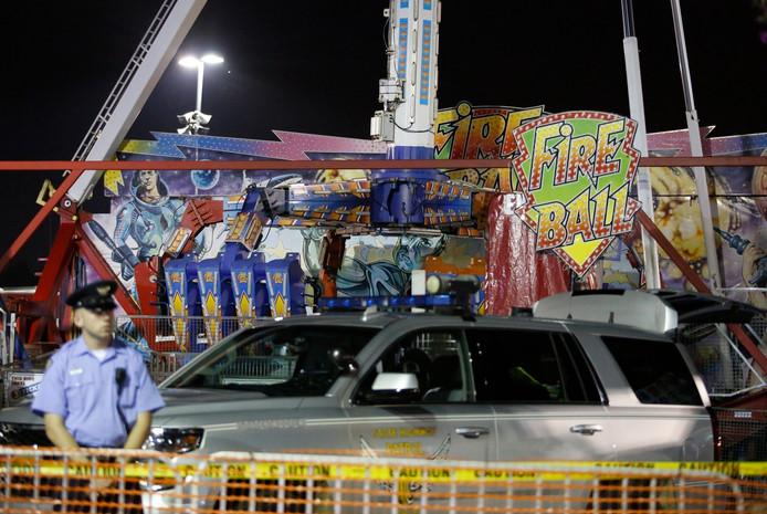 Politie houdt de wacht bij de attractie na het ongeval.