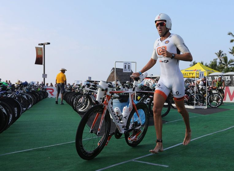 Marino Vanhoenacker begon met een ruime voorsprong aan de marathon... Beeld EPA