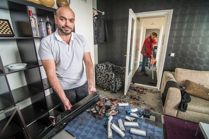 De accu van zijn elektrische fiets ontplofte vannacht spontaan in een appartement aan de Gambiadreef in Utrecht. De onderdelen vlogen heel het huis door.