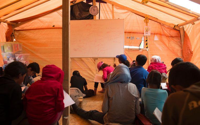 Syrische vluchtelingen in een opvangkamp nabij Idomeni aan de Grieks-Macedonische grens.