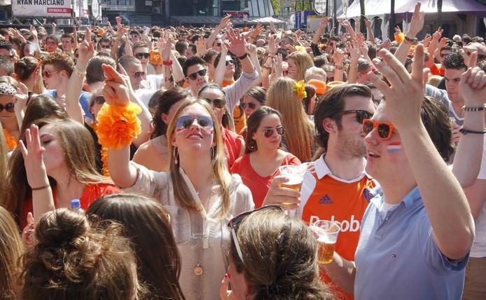 Oranjefeest op het Stationsplein in Eindhoven (2013).