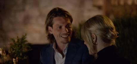 Tony Junior laat op eerste dag The Bachelor oog vallen op blonde Roos: 'Er gebeurde iets'