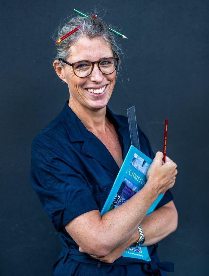 Columnist Marieke Dubbelman gaat wat nieuws doen: ze volgt een opleiding tot leerkracht. Wekelijks doet ze verslag.