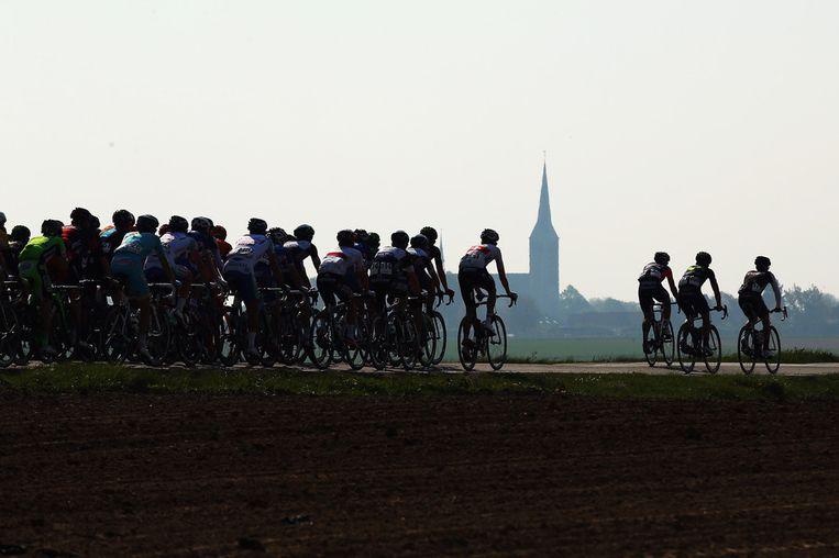 Het peloton tijdens de 49ste Amstel Gold Race Beeld getty