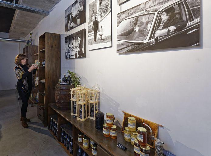 Ineke Blummel toont werken van lokale kunstenaars en ambachtslieden in haar cadeauwinkel Her en Der in Schijndel, die eind oktober opent.