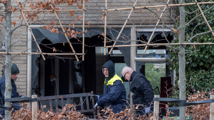 Jonge plegers van aanslag op huis ambtenaar Tiel gezocht voor poging tot moord