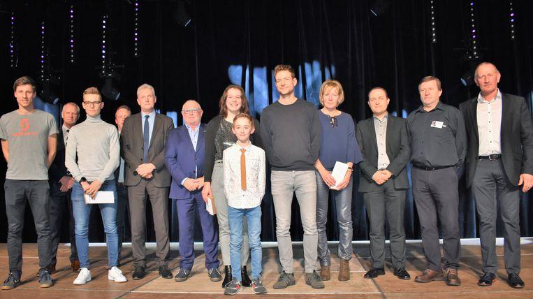De uitreiking van de Tieltse Sportprijzen. Centraal zien we Rube Creytens, Ilse Desutter en Niels Vandenbroele.