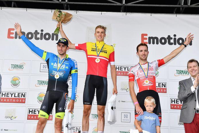 Julian Siemons werd op het PK-podium in Vorselaar geflankeerd door Arne Vrachten en Thomas Verheyen.