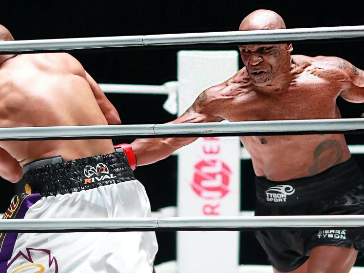 Samenvatting: veelbesproken duel tussen Mike Tyson en Roy Jones eindigt onbeslist