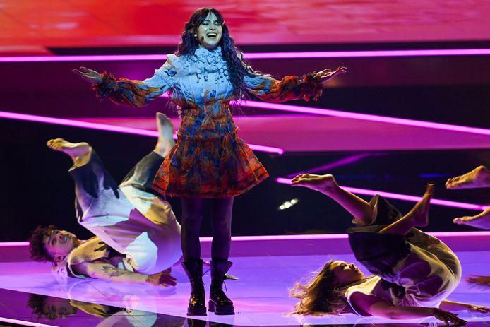 Roxen zingt namens Roemenië het lied Amnesia